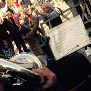 Die Cobla, das katalanische Tanzorchester, sorgt für die Musik beim Sardana-Tanz.