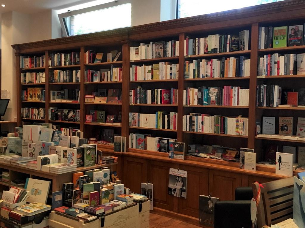 Nirgends kann man die Welt auf bessere Weise kennenlernen, als in den Büchern der Buchhandlung H24.