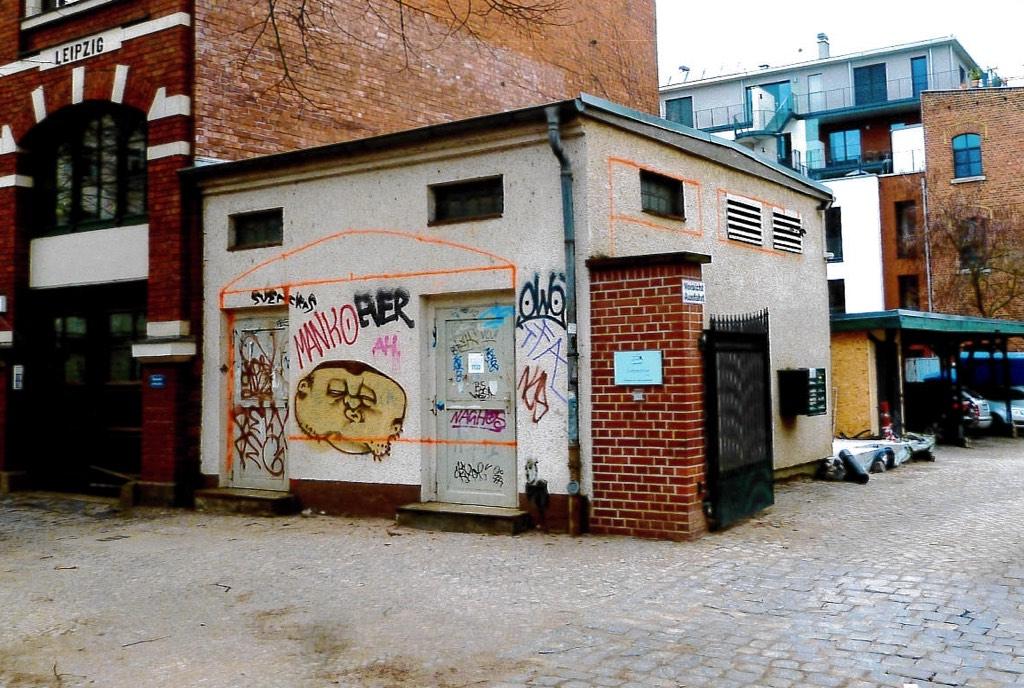 Es war einmal: Das ehemalige Trafohäuschen in der Holbeinstraße 24 wurde zur Buchhandlung H24.